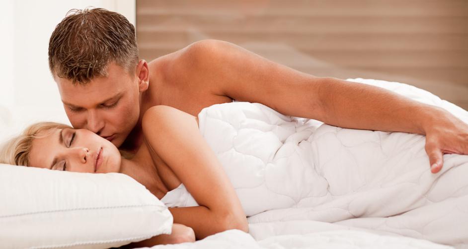 супруги в кровати видео - 3